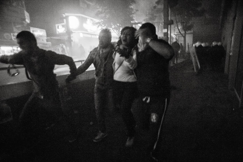Demonstrators escape from riot police and tear gas, Ankara, 11/06/2013