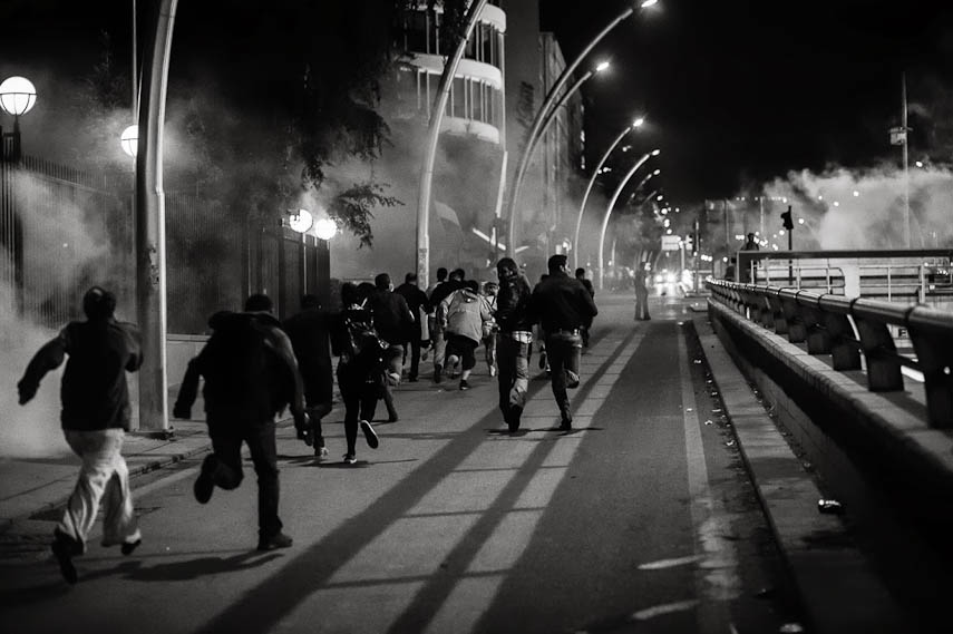 Protesters run in the streets, Ankara, 11/06/2013