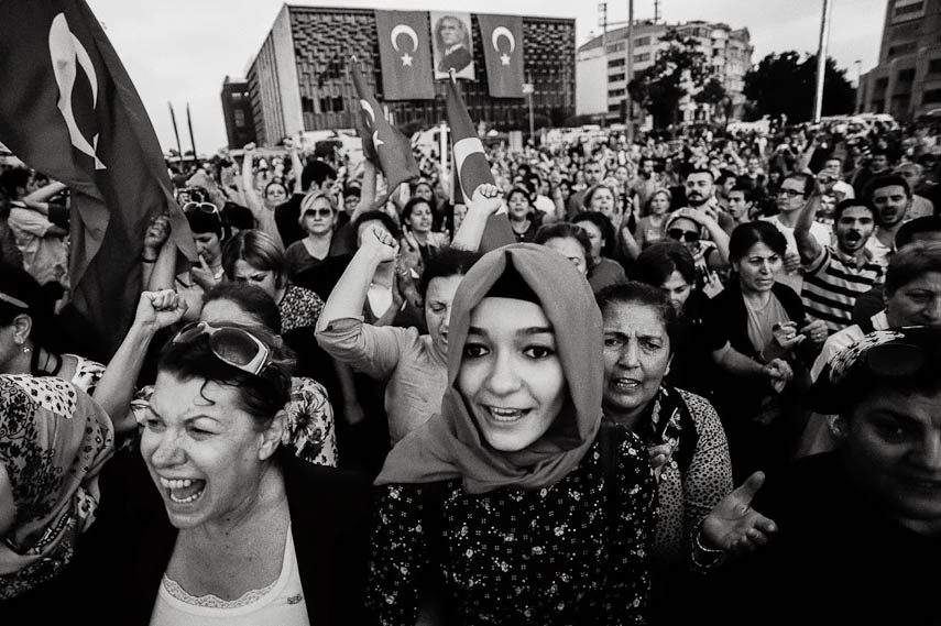 Protesters demonstrate in Taksim Square, Istanbul, 16/06/2013