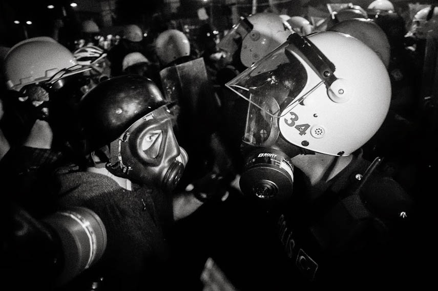 Clashes with the riot police at night, Istanbul, 16/06/2013