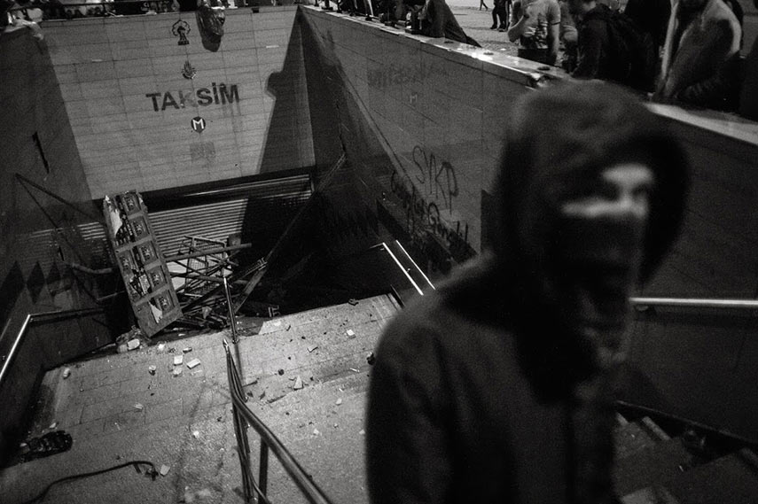 A Rioter near an obstructed Taksim square subway entrance. Istanbul, 04/06/2013